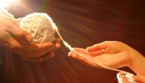 клубок в руках